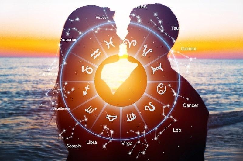 Come attrarre un uomo in base al suo segno zodiacale